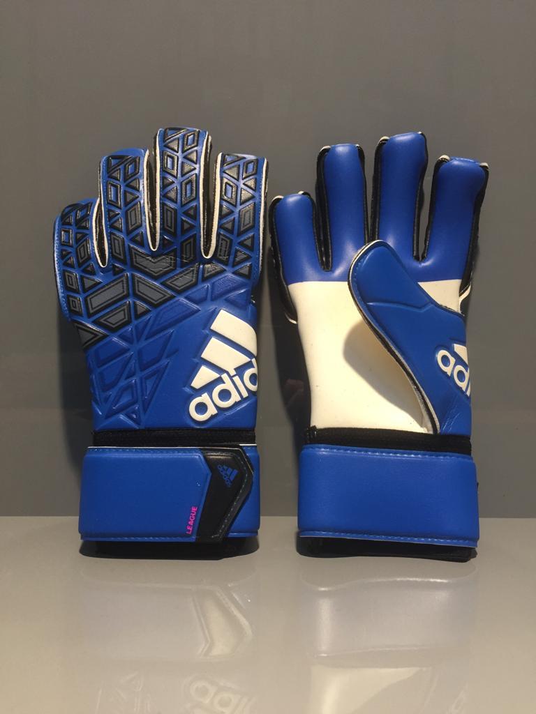 Adidas ACE League Fußball Equipment